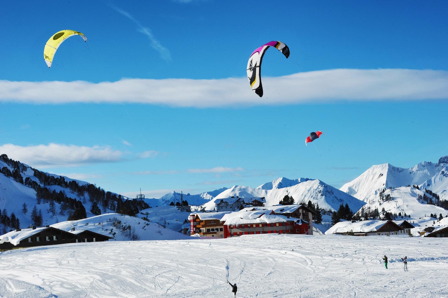 Skifahren mit schirm genusszeit for Design hotel obertauern