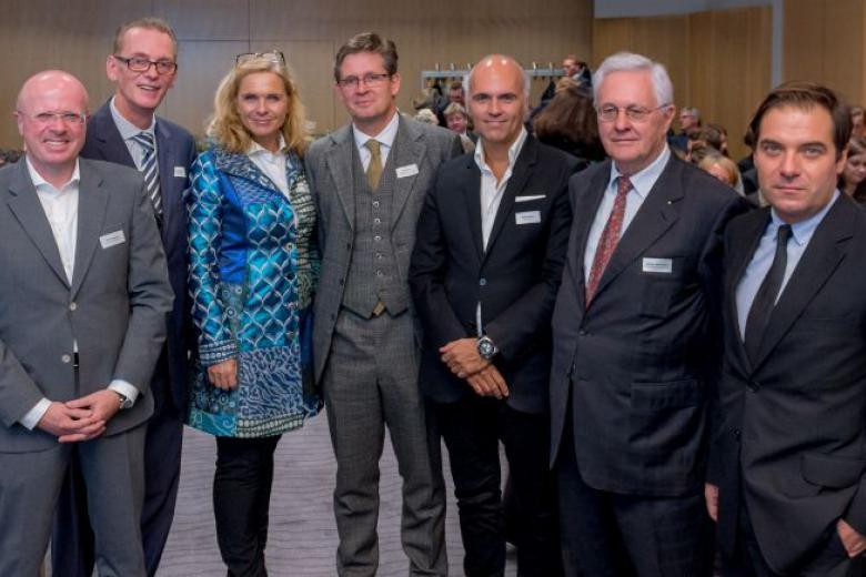v.l.n.r. Dirk Bremer (Präsident Von Travel Industry Club Deutschland), Harald Hafner (Sprecher des TIC Österreich), Michaela Reitterer (ÖHV Präsidentin), Urs Weber (Generalsekretär der Handelskammer A-CH-FL), Rudi Kobza (Kommunikationsunternehmer), Univ.-Prof. Dr. Günter Schweiger (Präsident der WWG) und Rainer Nowak (Chefredakteur von Die Presse).